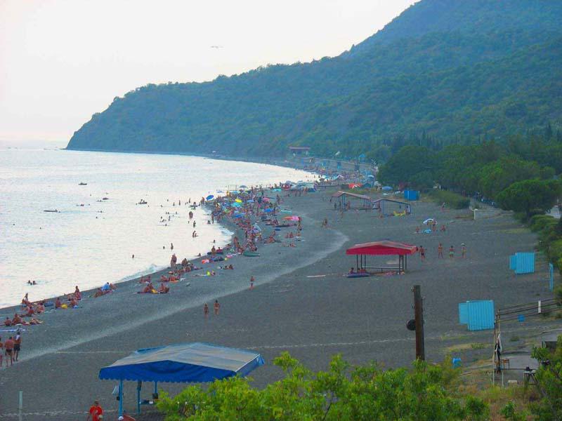 Пляж в Канаке - 2 км